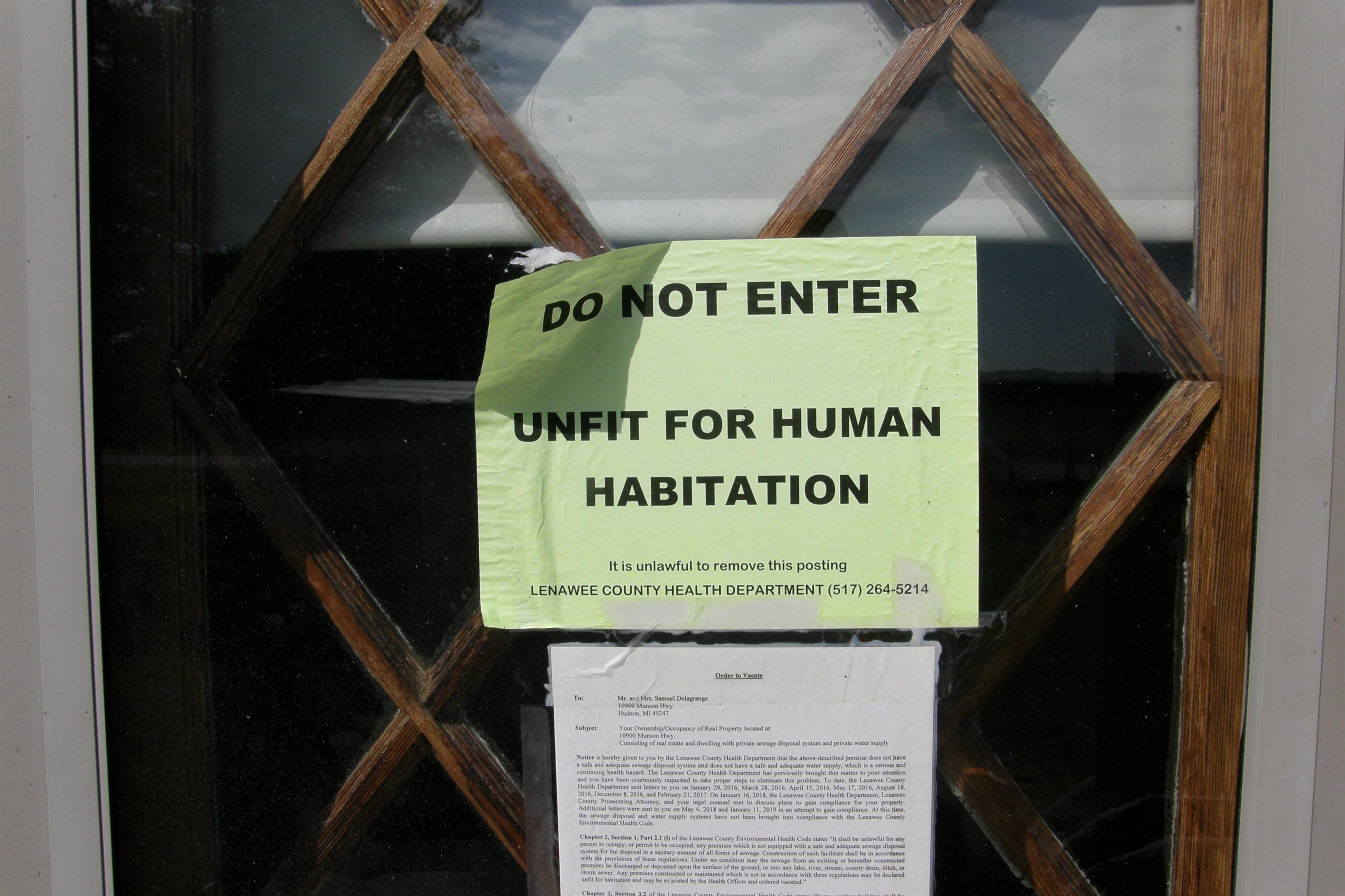 Amish warning notice