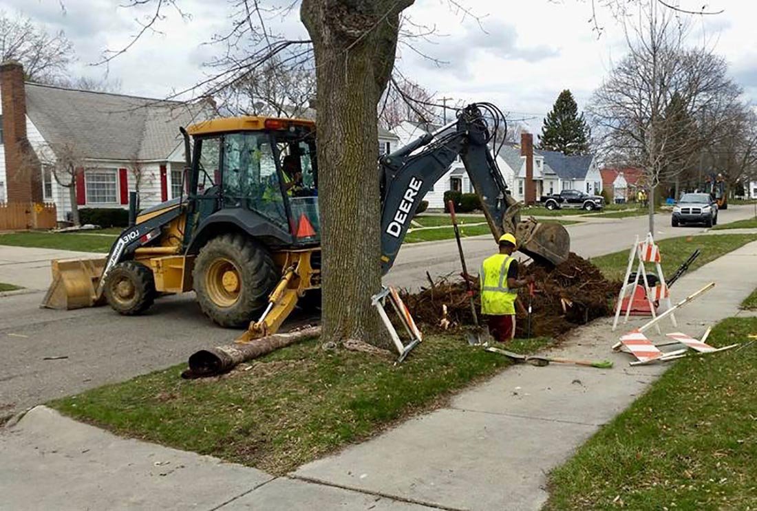 In Flint Mi Theres So Much Lead In >> Flint Finds Replacing Lead Pipes Isn T Easy Even When State