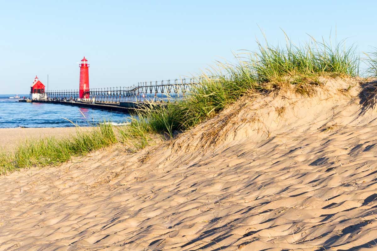 grand haven lighthouse beach