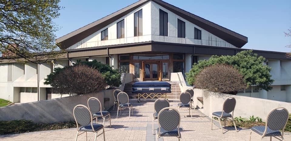 In Detroit A Funeral Moves Outside As Coronavirus Deaths Mount Bridge Magazine