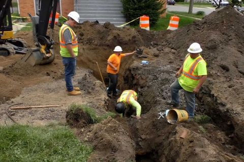 workers replacing pipe